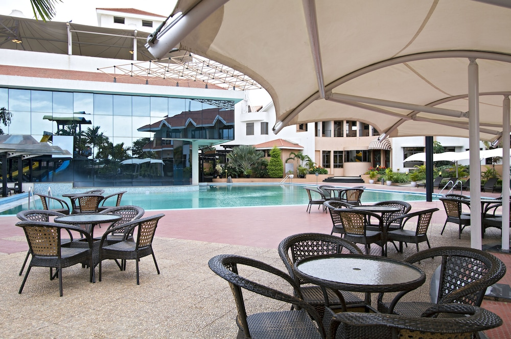 클락스 엑소티카 컨벤션, 리조트 & 스파(Clarks Exotica Convention, Resort & Spa) Hotel Image 54 - Outdoor Pool