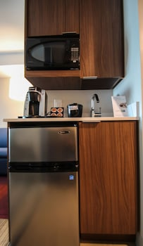 Holiday Inn Express & Suites Charlotte Southeast - Matthews - In-Room Kitchenette  - #0