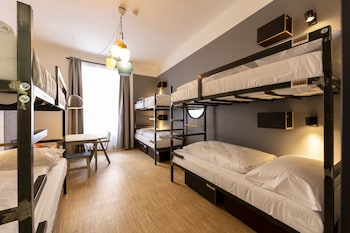 2 beds in 4-6 Bed Dormitory with Private bathroom