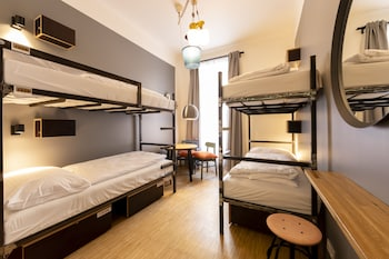 4-6 Bed Dormitory with Private Bathroom