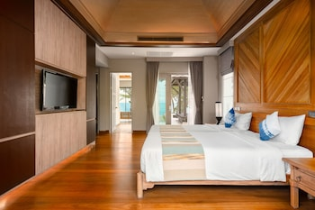 2 Bedroom Beachfront Family Pool Villa