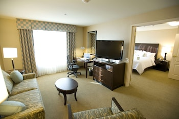 Suite, 1 King Bed, Accessible