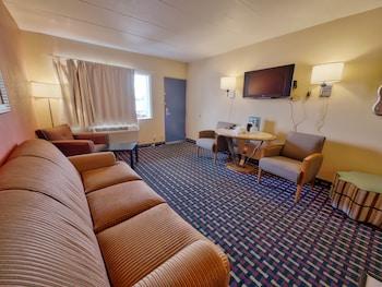 Guestroom at Seashire Inn & Suites in Virginia Beach
