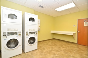 Best Western Plus Brunswick Inn & Suites - Laundry Room  - #0