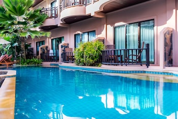Grand Deluxe Pool Access