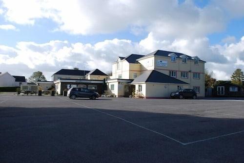 . The Woodridge Inn Hotel
