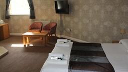 Room, 1 King Bed, Ensuite (honeymoon Suite)