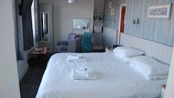 Double Room (room 3 1st Floor)