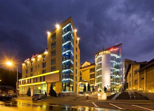 __{offers.Best_flights}__ Hotel Ambient