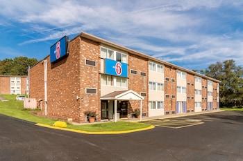 Hotel - Motel 6 New Stanton, PA