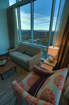 Suite, 1 King Bed, Non Smoking, Balcony (Penthouse)