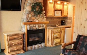 Suite, Fireplace (Kitchenette)