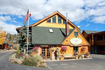 Hotel - Spirit Lake Lodge and Snowmobile Rentals