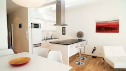 Deluxe Two-bedroom Apartment With Balcony - Laugavegur 85