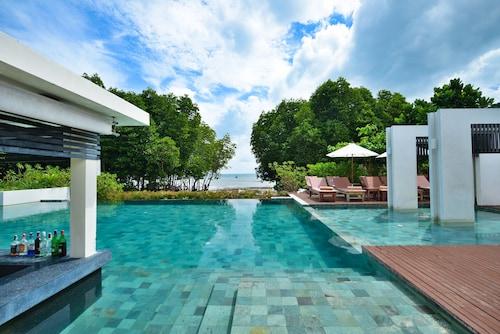 . Bhu Nga Thani Resort and Spa