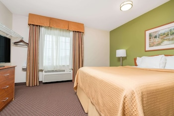 Deluxe Room, 1 Queen Bed, Accessible, Non Smoking (Mobility)