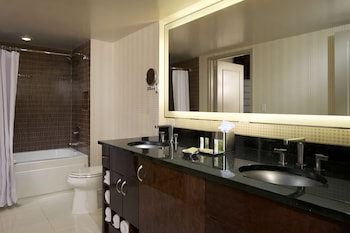 Junior Suite, 1 King Bed with Sofa bed, Kitchenette