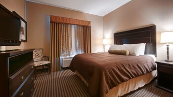 Suite, 1 King Bed, Accessible, Refrigerator & Microwave