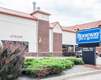 Rodeway Inn & Suites Milwaukee Airport photo