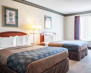 Milwaukee Vacations - Rodeway Inn & Suites Milwaukee Airport - Property Image 1