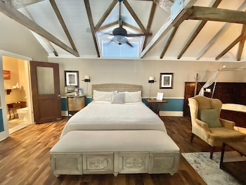 Honeymoon Suite, Jetted Tub (The Carriage House)