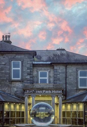 . Dean Park Hotel