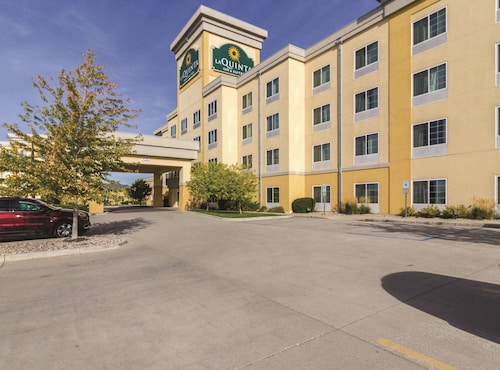 . La Quinta Inn & Suites by Wyndham Fargo-Medical Center