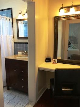 Avalon Bed & Breakfast - Bathroom  - #0