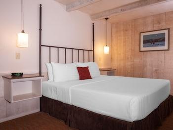 Standard Room, 1 King Bed (Sky)