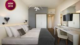 Superior Twin Room, Balcony, Partial Sea View