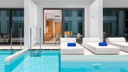 Deluxe Double Room (sharing Pool)