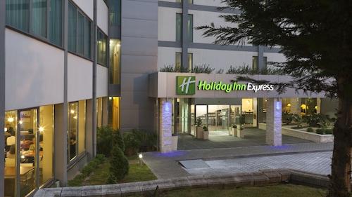 . Holiday Inn Express Lisbon Airport, an IHG Hotel