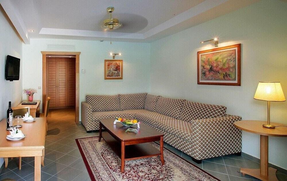 테오파노 임페리얼 팰리스(Theophano Imperial Palace) Hotel Image 28 - Living Area