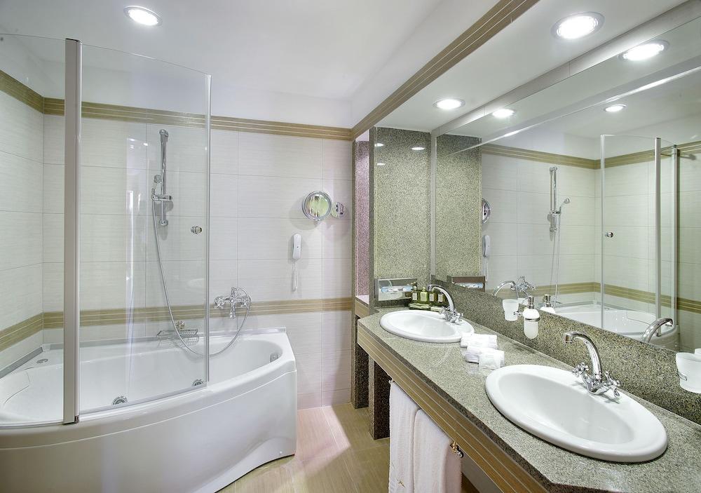 테오파노 임페리얼 팰리스(Theophano Imperial Palace) Hotel Image 41 - Bathroom