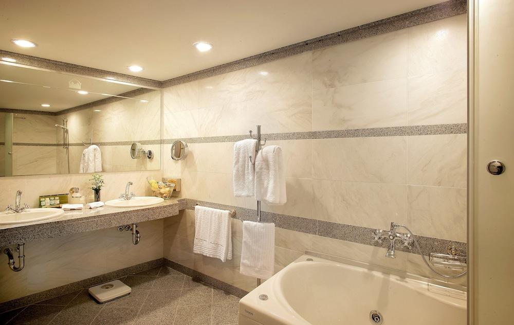 테오파노 임페리얼 팰리스(Theophano Imperial Palace) Hotel Image 42 - Bathroom
