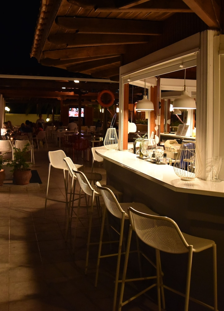 호텔 팔라듐(Hotel Palladium) Hotel Image 38 - Poolside Bar