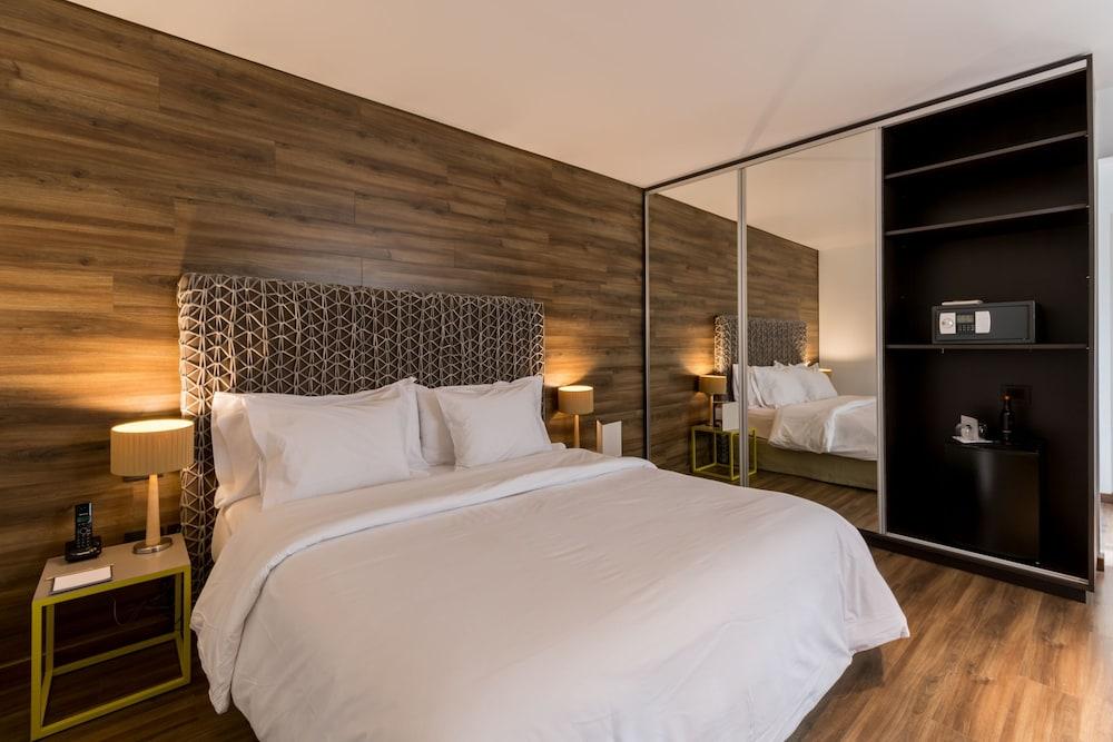 https://i.travelapi.com/hotels/3000000/2810000/2803600/2803575/754ce1f7_z.jpg