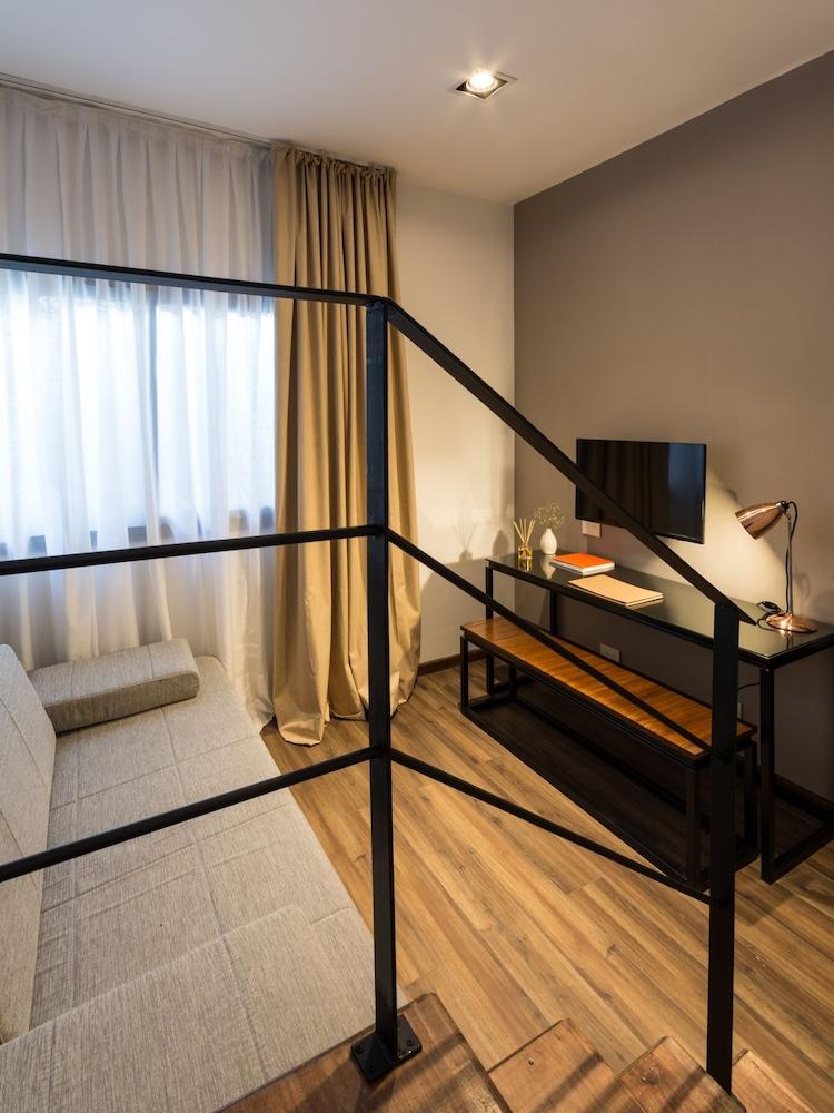 https://i.travelapi.com/hotels/3000000/2810000/2803600/2803575/b6e24a79_z.jpg