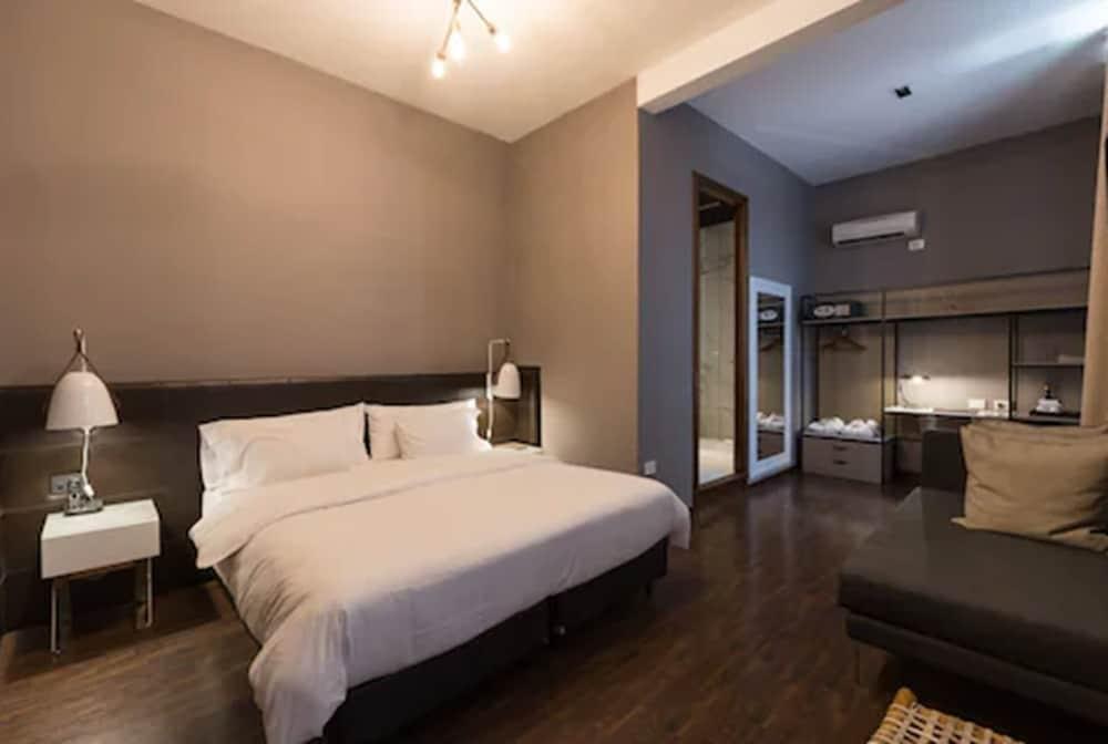 https://i.travelapi.com/hotels/3000000/2810000/2803600/2803575/fde0dcb4_z.jpg
