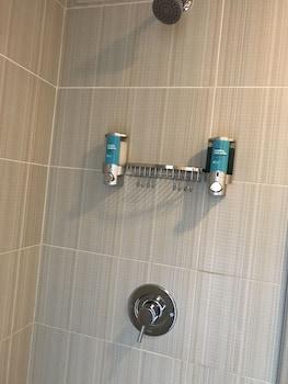 Aloft Houston by the Galleria - Bathroom Shower  - #0