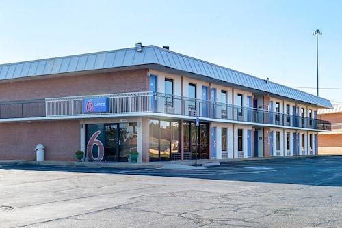 Motel 6 Perry, Houston