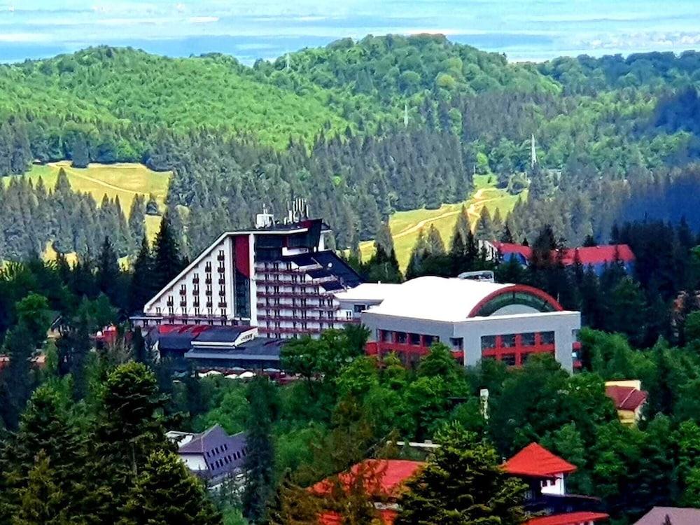 https://i.travelapi.com/hotels/3000000/2810000/2805500/2805477/7736efac_z.jpg