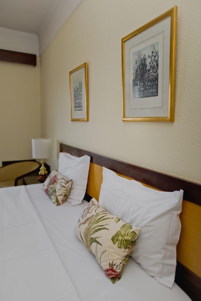호텔 D. 루이스(Hotel D. Luís) Hotel Image 3 - Guestroom