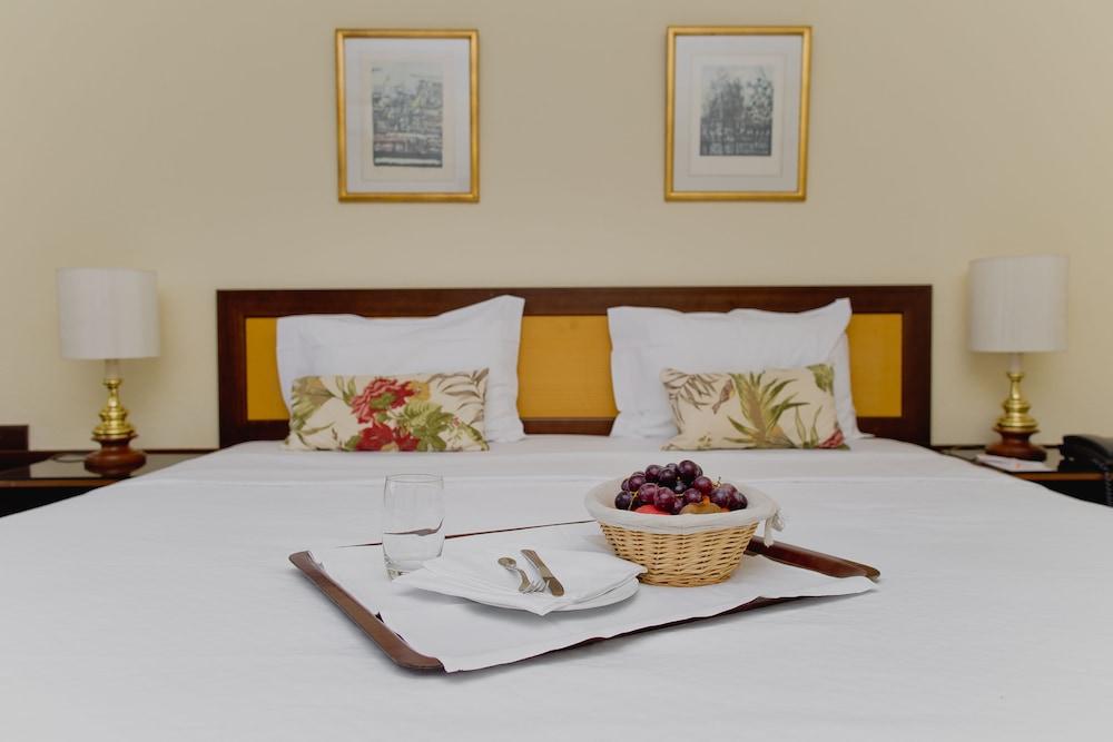 호텔 D. 루이스(Hotel D. Luís) Hotel Image 4 - Guestroom