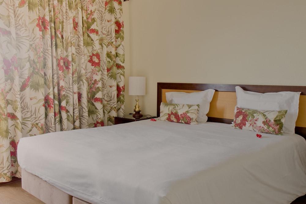 호텔 D. 루이스(Hotel D. Luís) Hotel Image 6 - Guestroom
