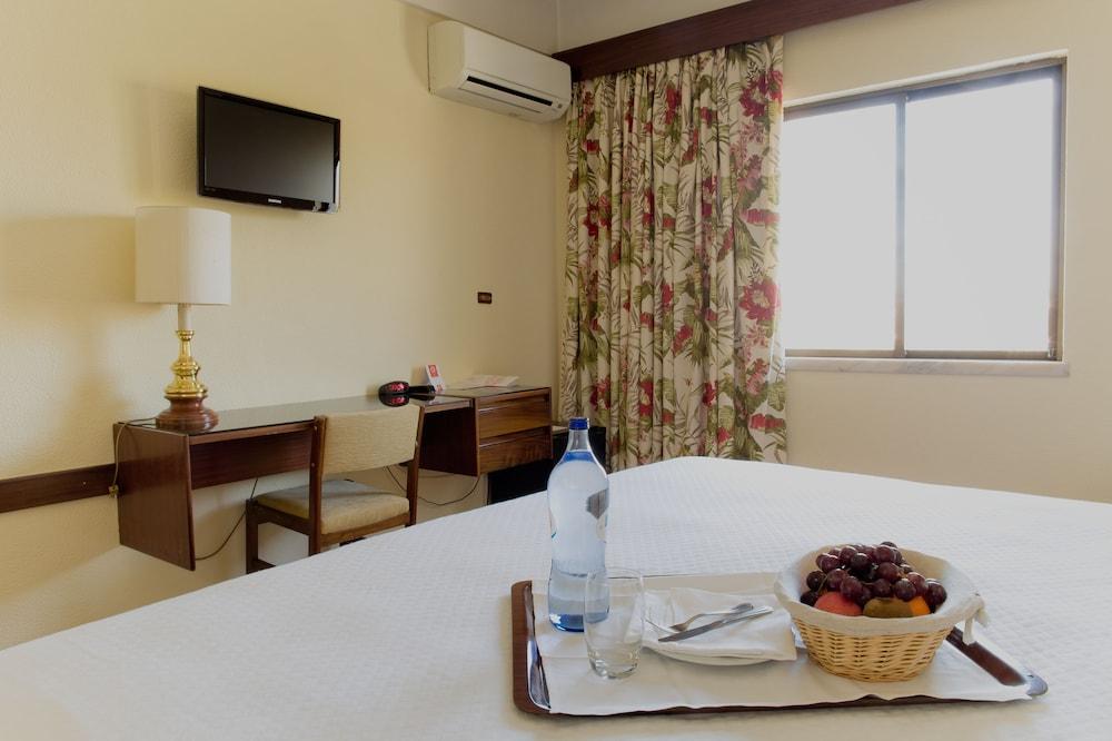 호텔 D. 루이스(Hotel D. Luís) Hotel Image 7 - Guestroom