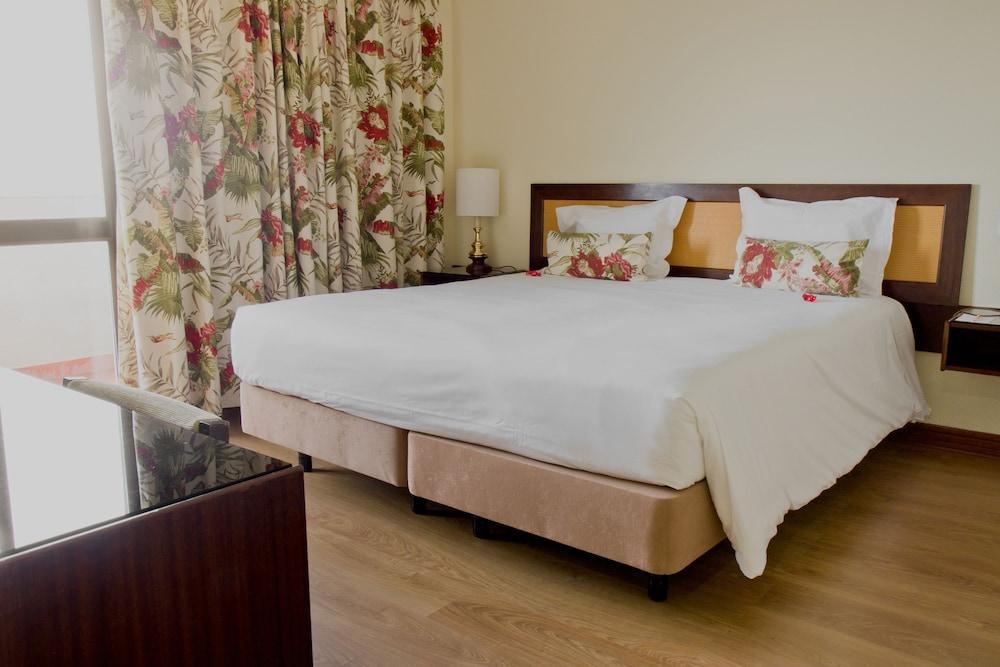 호텔 D. 루이스(Hotel D. Luís) Hotel Image 8 - Guestroom