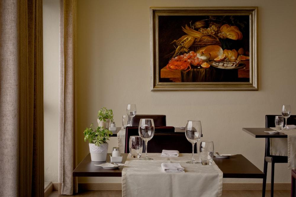 호텔 D. 루이스(Hotel D. Luís) Hotel Image 23 - Restaurant