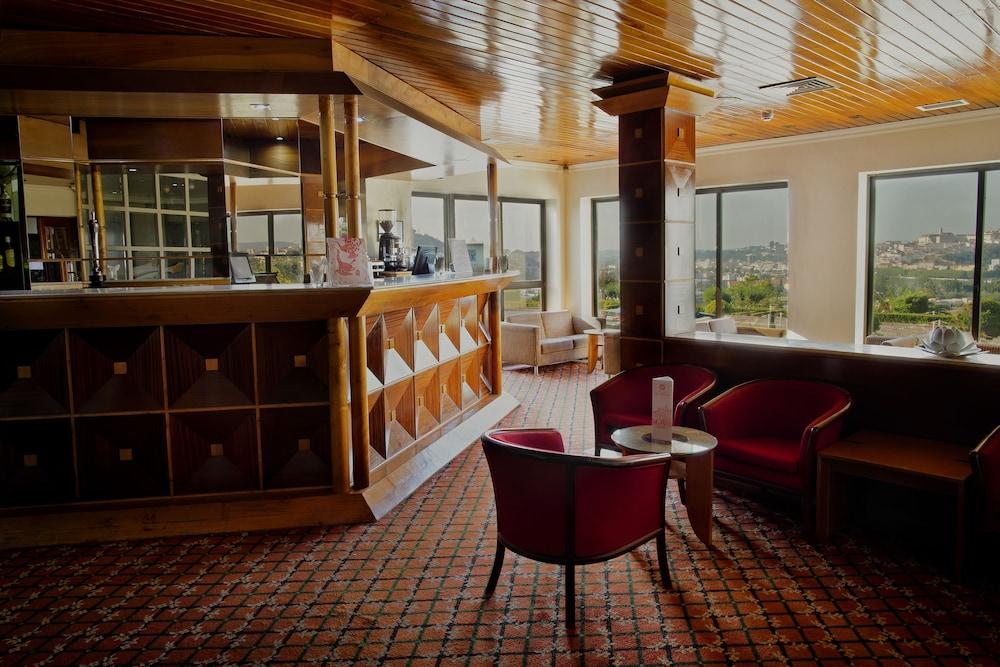 호텔 D. 루이스(Hotel D. Luís) Hotel Image 30 - Hotel Bar