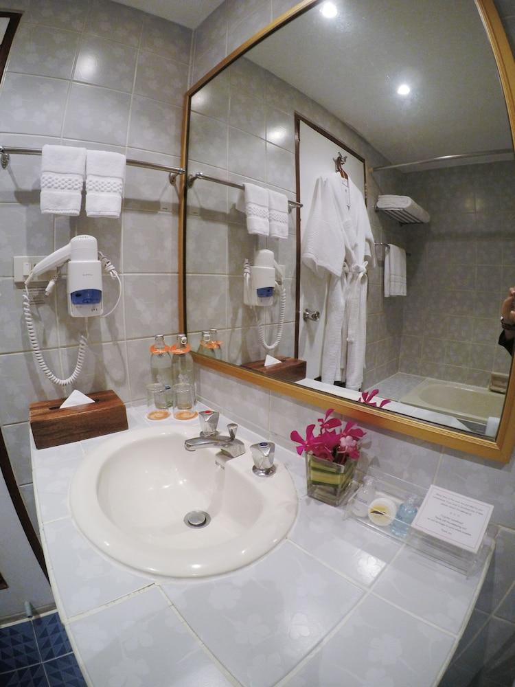 시티 로지 소이 9(City Lodge Soi 9) Hotel Image 34 - Bathroom Sink